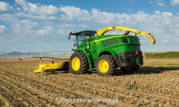CroppedImage350210-JohnDeere-8700-SPForage.jpg